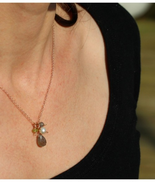 """Collier """"Adele"""" pierre fine Labradorite, perle d'eau douce sur chaine en doré rose sur argent"""